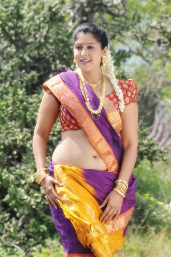 Sheryl_brindo_in_traditional_saree