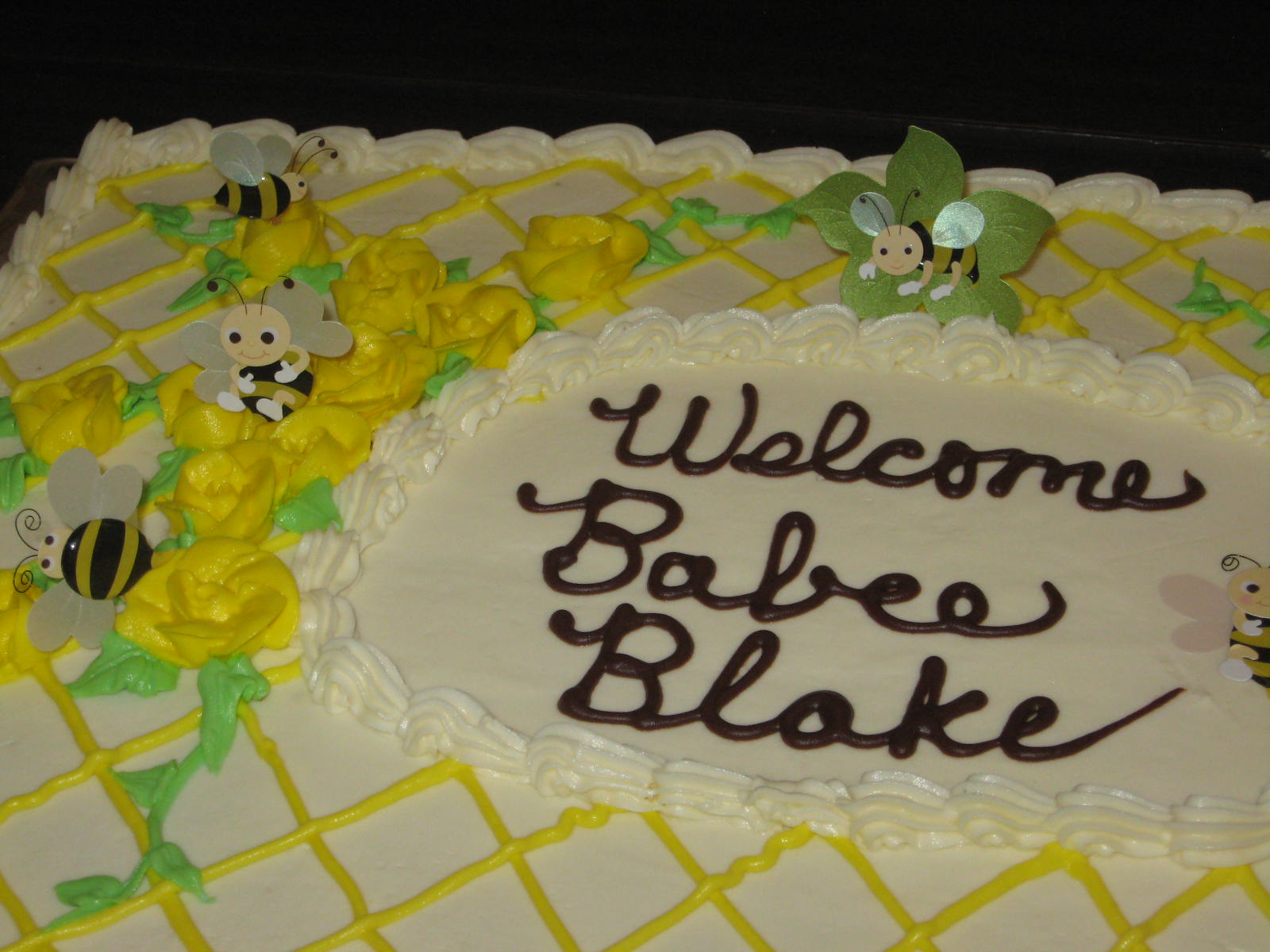 Blakes Mom Was Doing Yellow And Gray To Decorate His Room We Found This Bumble Bee Theme For The Baby Shower Cakes