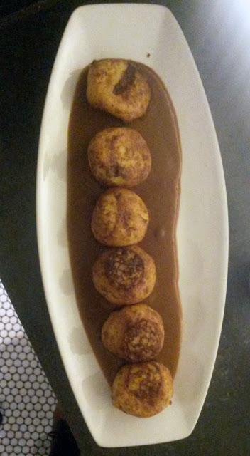 Buñuelos de bacalao con salsa vizcaína, La Raquetista Tusolovive Madrid