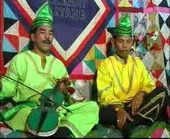 http://www.materisma.com/2014/09/bentuk-seni-sastra-yang-berkembang-di-indonesia.html