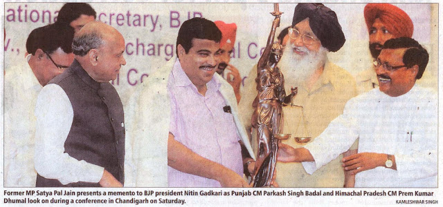 Former MP Satya Pal Jain presents a memento to BJP president Nitin Gadkari as Punjab CM Parkash Singh Badal and Himachal Pradesh CM Prem Kumar Dhumal look on during a conference in Chandigarh on Saturday