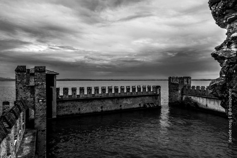 La darsena e il panorama sul Garda - sirmione