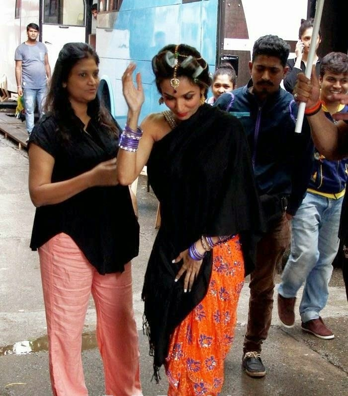 malika arora khan's new look from dolly ki doli revealed leaked hot pics on sets