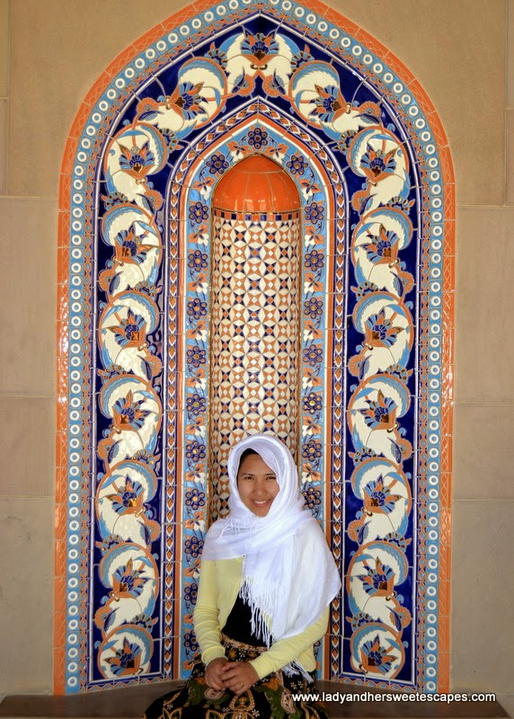 Lady in Sultan Qaboos Grand Mosque