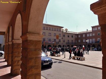 """La Plaça de l'Ajuntament des dels seus porxos. Autor Francesc """"Caminaire"""""""