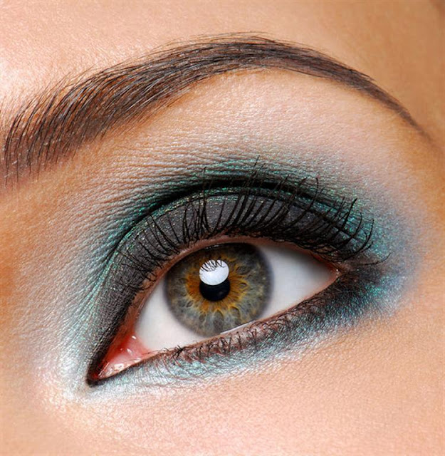 Blue Shadow Smokey Eye Make Up