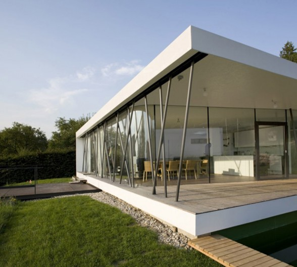 Minimalist One Storey House With Modern Art People Who Live In Glass Houses Have To Answer The Bell Bruce