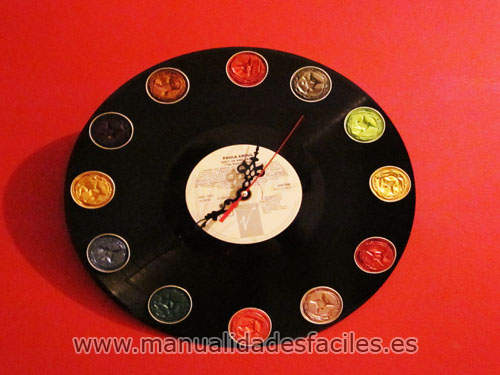 Manualidades reloj con vinilo y nespresso - Relojes de vinilo ...