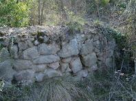 Restes d'una paret de Cal Rossinyol