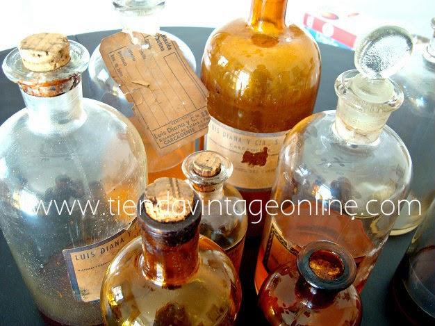 Comprar botellas de cristal antiguas-botes de boticario-farmacia-extractos naturales y esencias.
