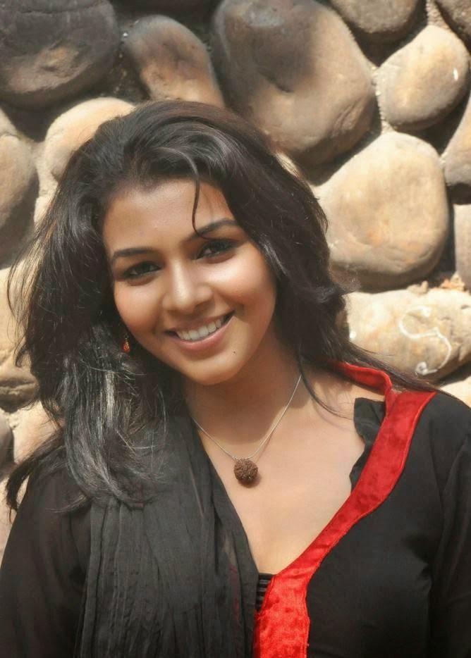 Tamil Actress Saranya nag hot stills