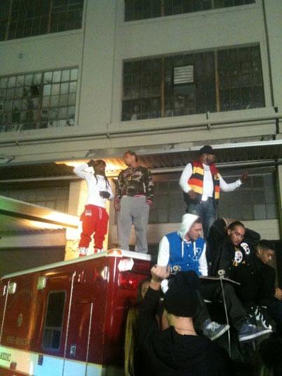 Foto do Lil Wayne em cima de uma ambulância no clipe Look At Me Now