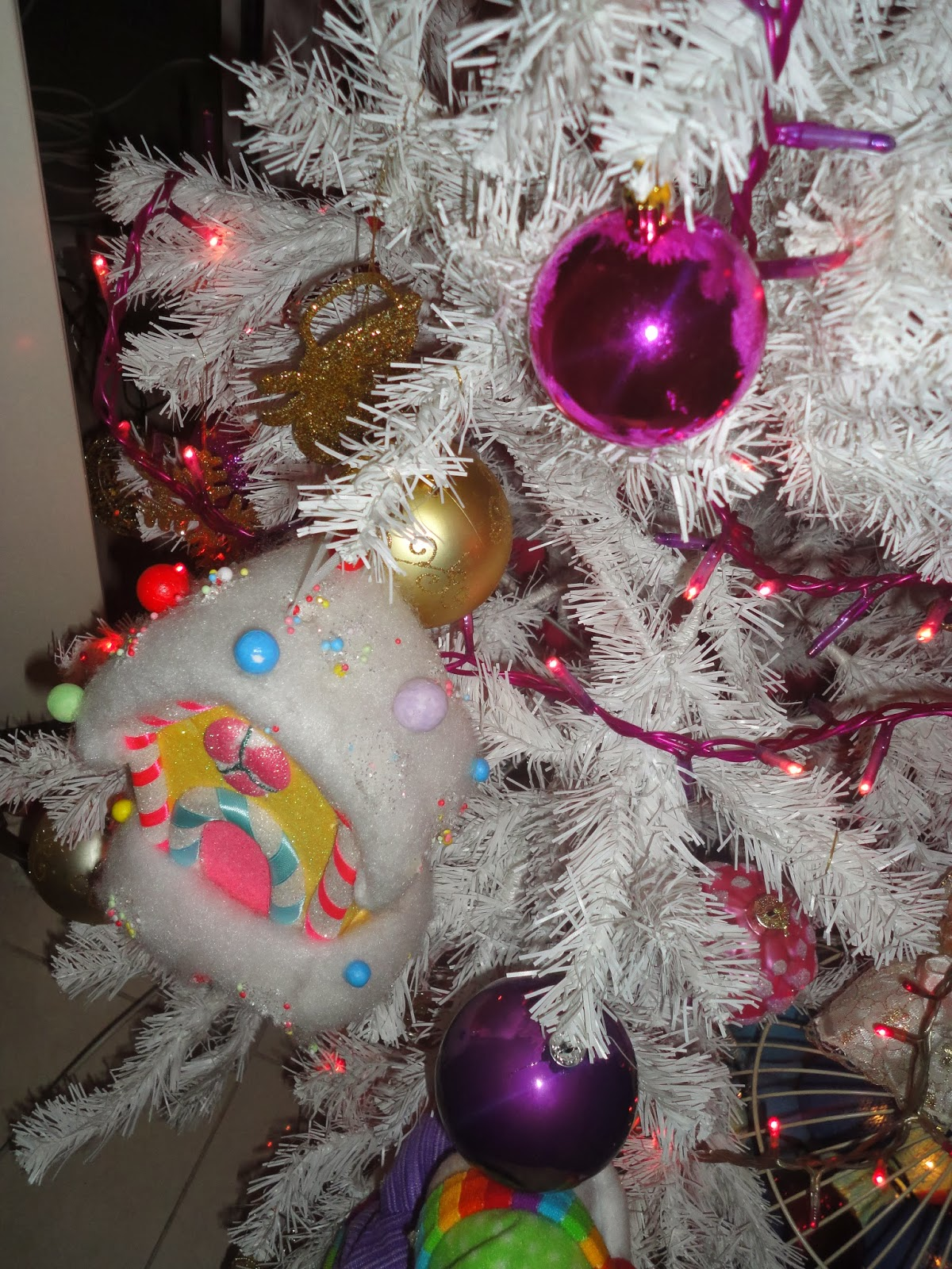 furthermorei decorated a smallertable top christmas treeit is a really nice ideaif there is not enough space for a big oneit is also gorgeousif you - Best Way To Decorate A White Christmas Tree