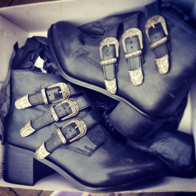 grunge boots women