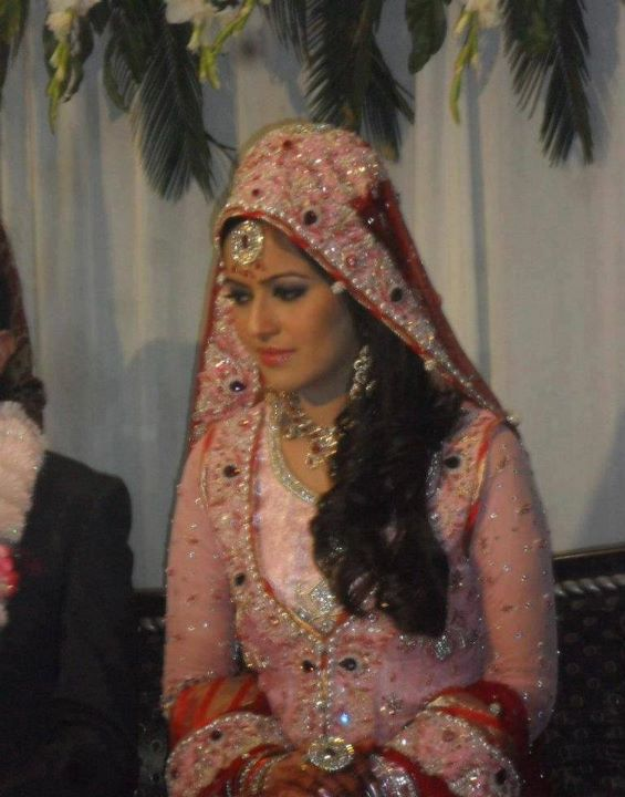 Geo News Anchors http://www.styleinstep.com/2012/04/geo-news-anchor-ayesha-baksh-wedding.html