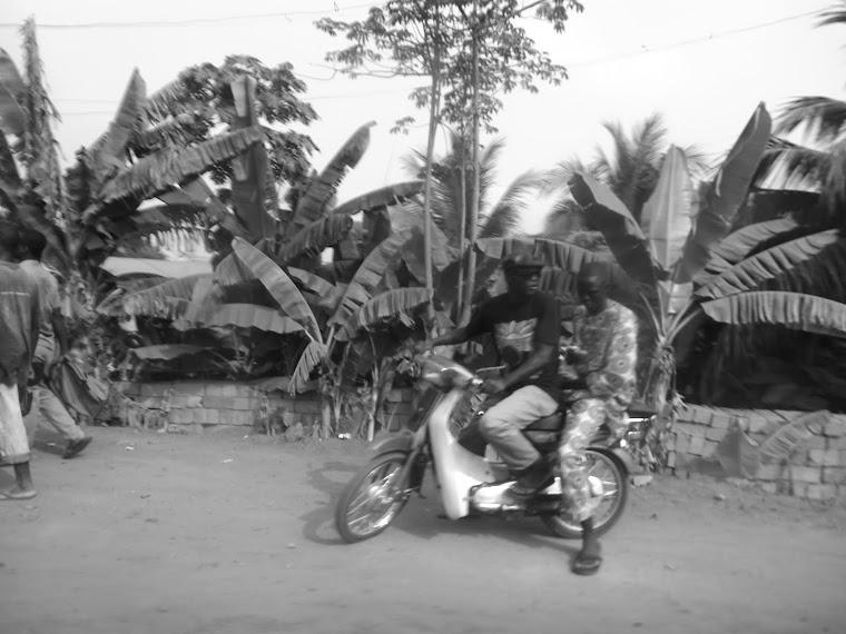 CA -moto+banana- Uidá / Benim