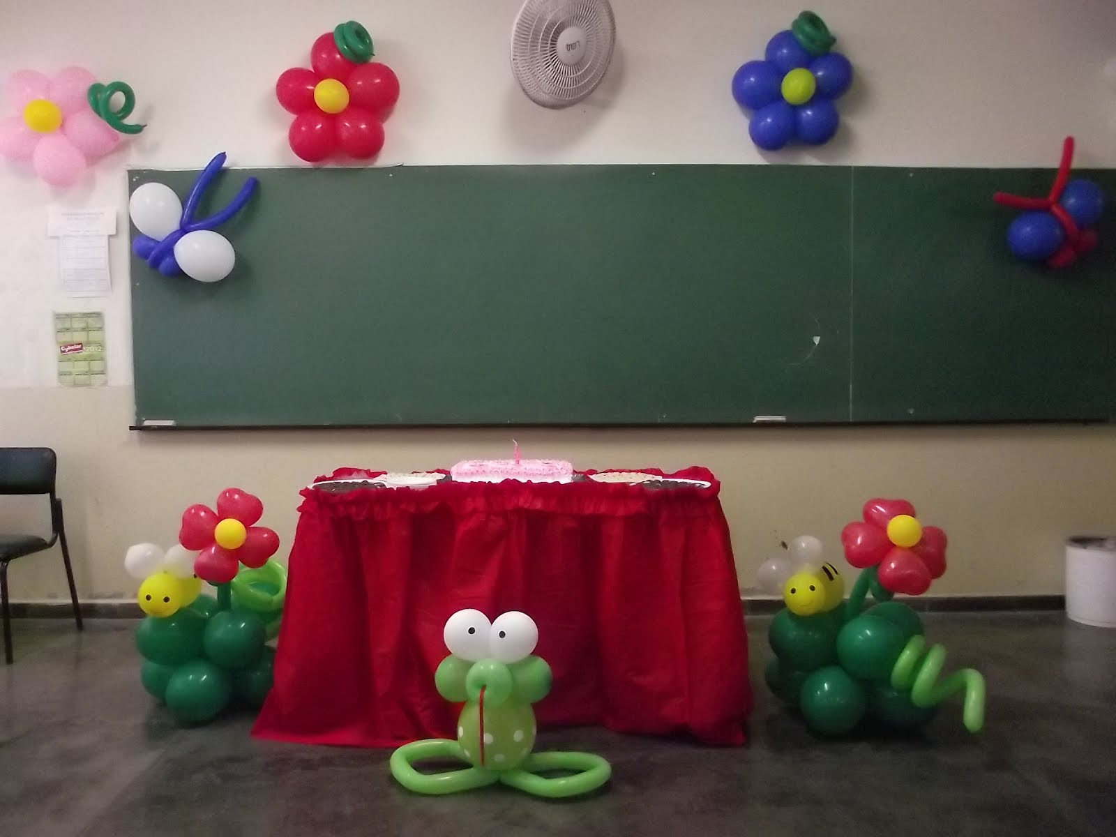 com Balões Trabalho com Balões na Festa Surpresa da Camilli