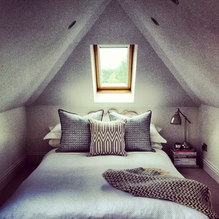 11 gorgeous attic bedrooms how to design an attic bedroom for Attic bedroom decoration