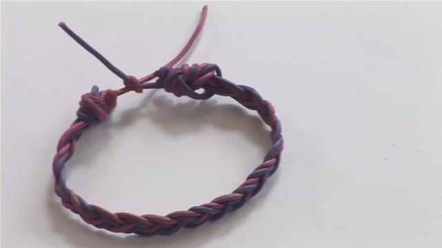How To Make A Bracelet Out Of String2