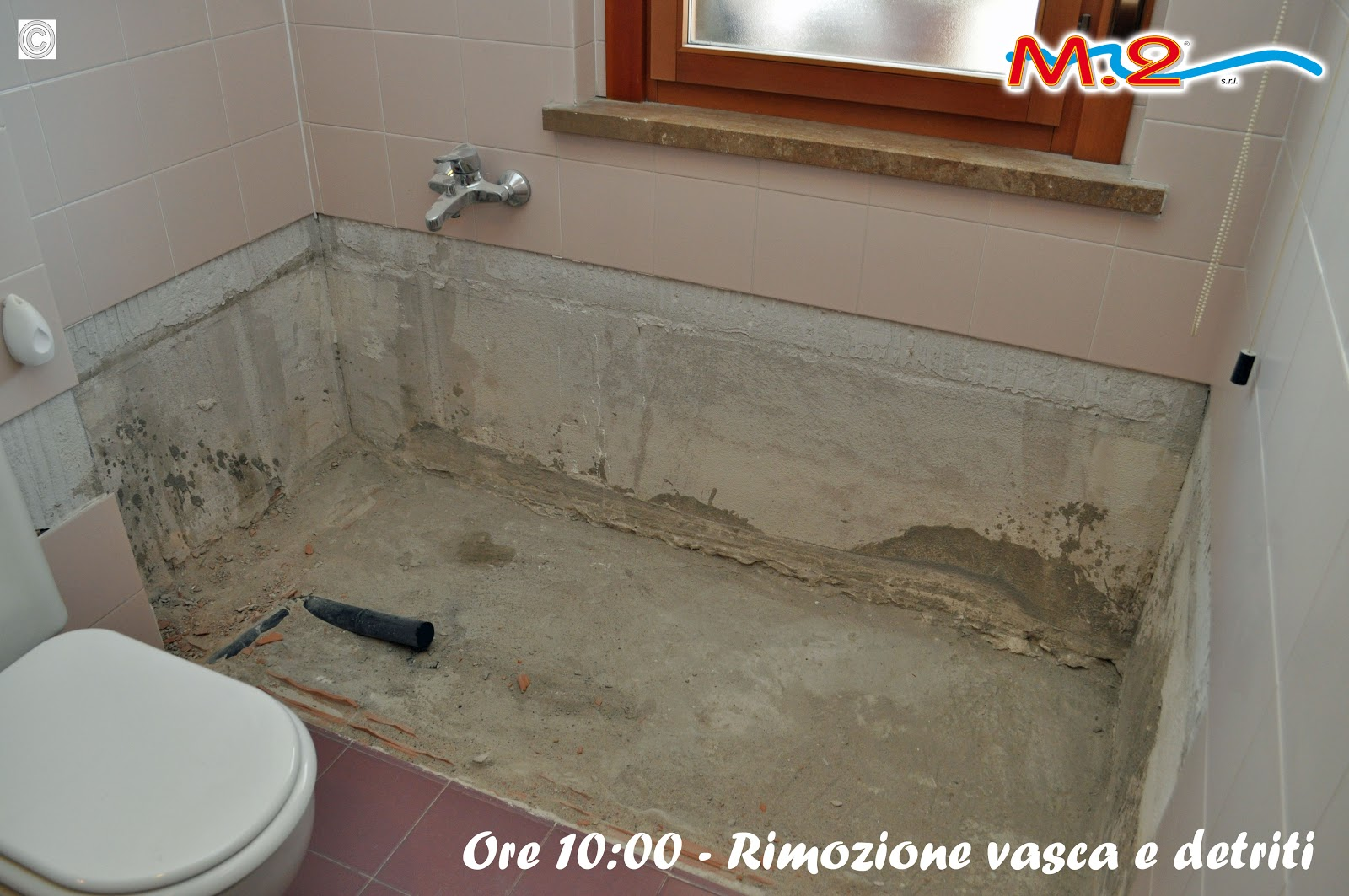 Sostituzione vasca da bagno in 3 muri con piatto doccia e anta di cristallo m 2 trasformazione - Come sostituire una vasca da bagno ...