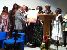 Autoridades de Guadalupe y Santa Lucía condecoran a Hipólito Mejía