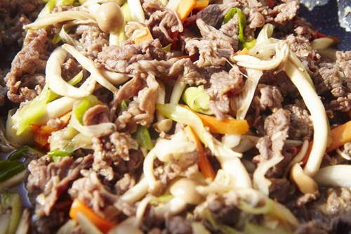 Fried Beef with Mushrooms - Bò xào nấm