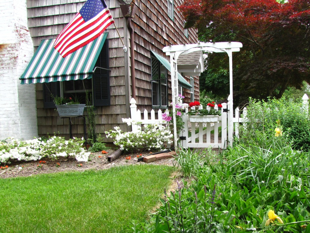 Views from the garden corner of house easy landscaping ideas for In house garden ideas