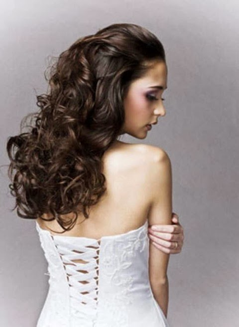 Wedding Hairdos For Naturally Curly Hair : Long curly hairstyles vol a crown made of ivy