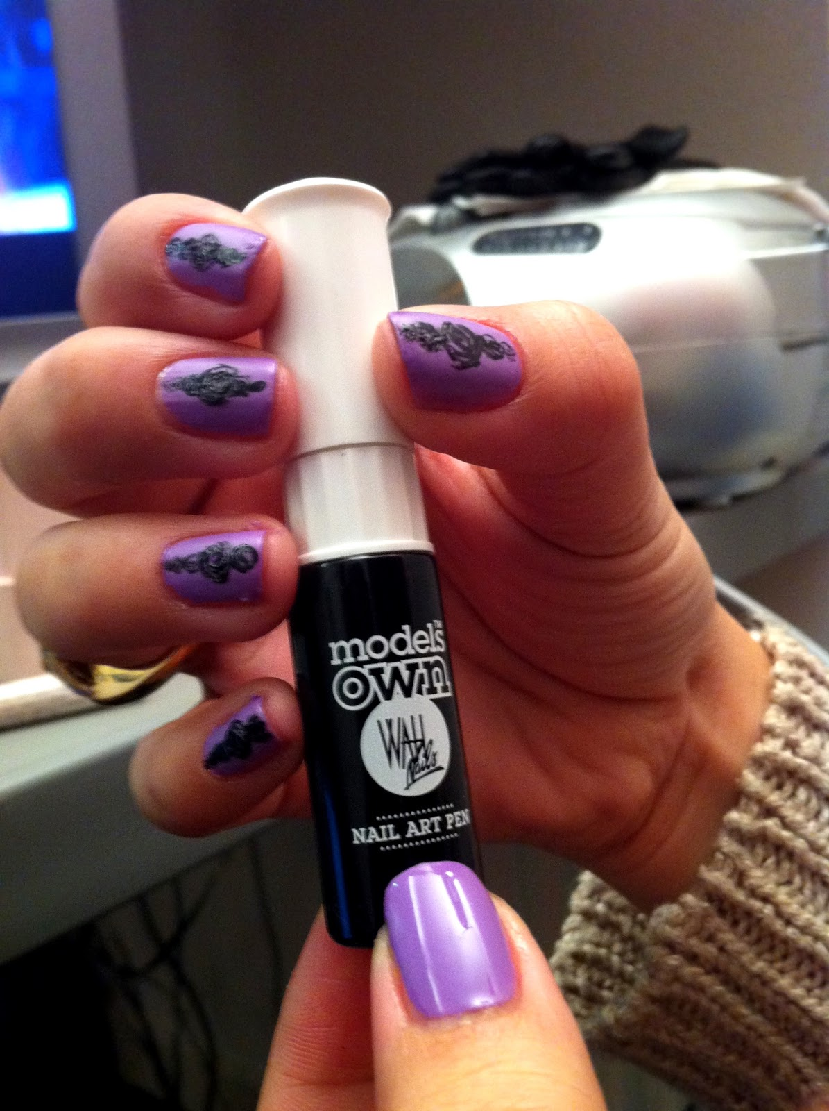 kirst and the fashion crowd review model 39 s own nail art pen. Black Bedroom Furniture Sets. Home Design Ideas