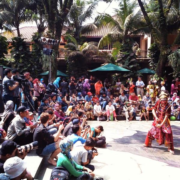 Jalan-jalan ke Gunungan Festival Kota Baru Parahyangan ...