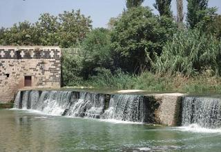 صور نهر العاصي في وسط مدينة حماه
