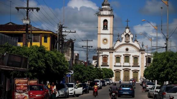 http://www.blogdofelipeandrade.com.br/2015/12/goiana-e-um-dos-17-municipios-de.html