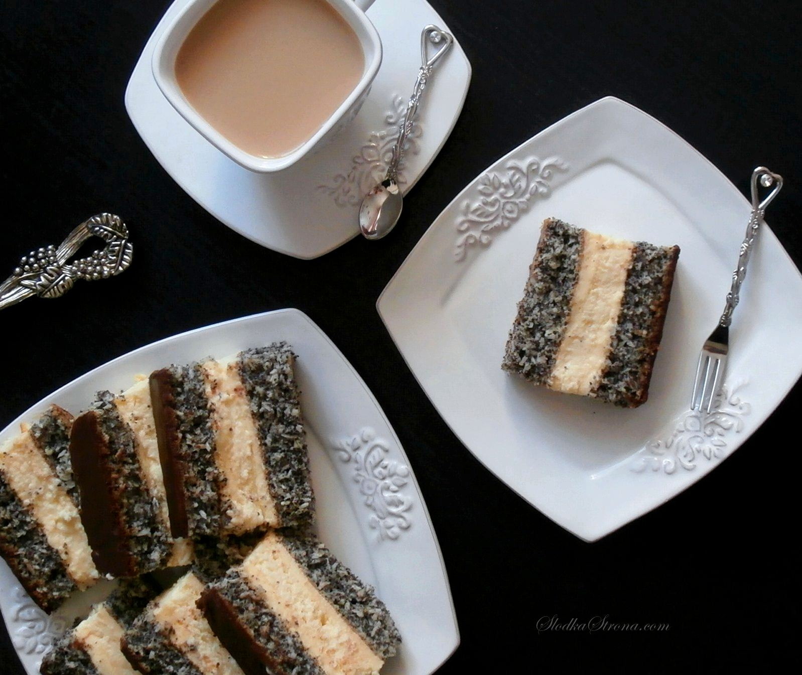 Ciasto Makowo Kokosowe z Warstwą Sernikową i Masą Budyniową - Przepis - Słodka Strona