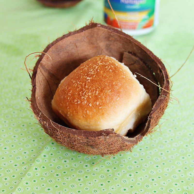 Coconut buns recipe from Roxanashomebaking.com