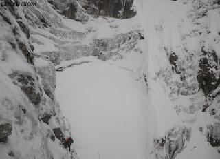 Fernando Calvo guia de montaña, escaladas Peña Santa de Enol. Guiasdelpicu.com , Corredor del Marques
