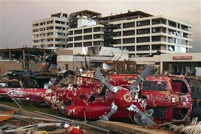destrozos del tornado en joplin 2011