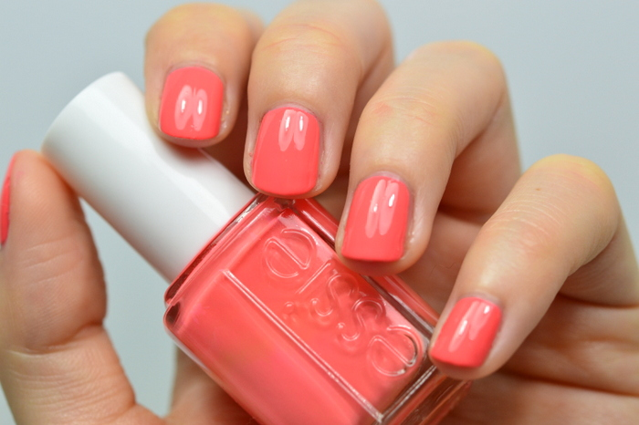 http://blushesandmore.blogspot.co.at/2015/05/lackiert-essie-tart-deco.html