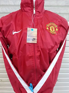 gambar jaket parasut manchester united warna merah terbaru musim 2014/2015