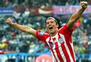 Haedo festeja un gol por la selección paraguaya
