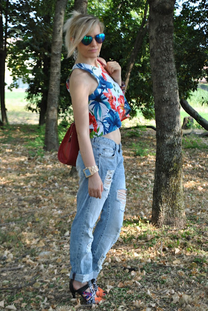 outfit crop top come abbinare il crop top abbinamenti crop top outfit jeans strappati denim ripped jeans boyfriend jeans come abbinare i boyfriend  mariafelicia magno fashion blogger colorblock by felym fashion blog italiani outfit estivi donna outfit estate 2015 outfit luglio summer outfit s summer outfits for girls