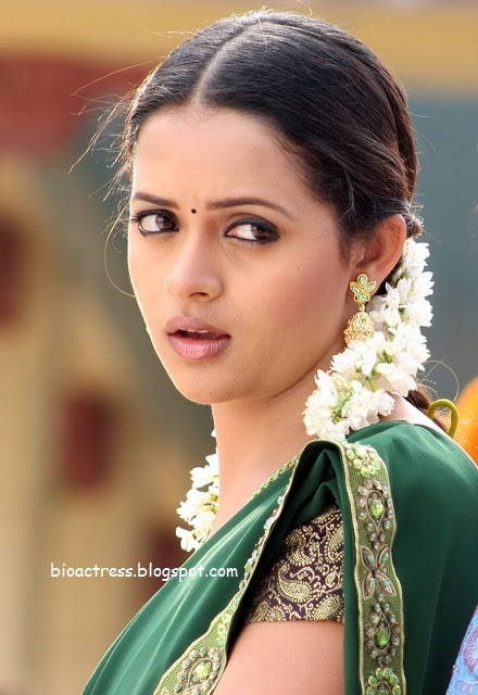 south indian actress Bhavana latest hot and sexy stills in white blouse