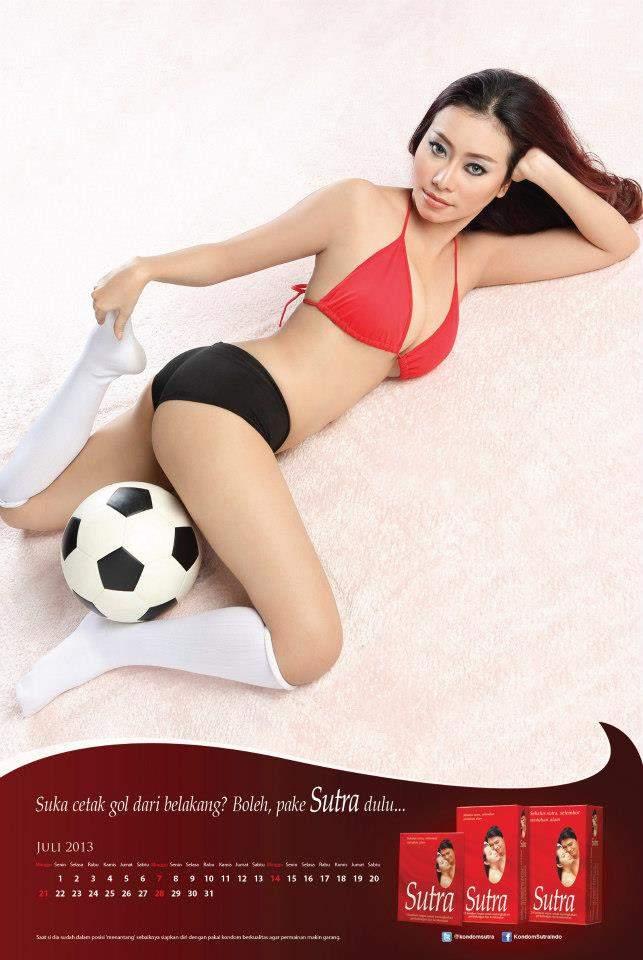 Download Kalender 2013 Model Seksi Majalah Popular World