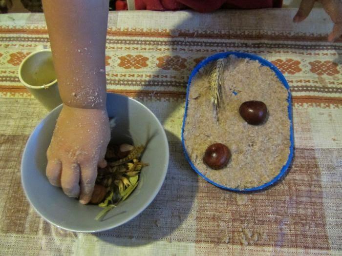 jesienne zabawy, obrazek z darów jesieni, masa solna