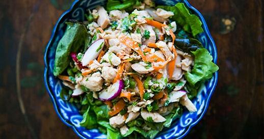 Saiba como fazer uma Salada de Atum Asiática