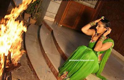 Anushaka shetty careless saree wearing hot pic