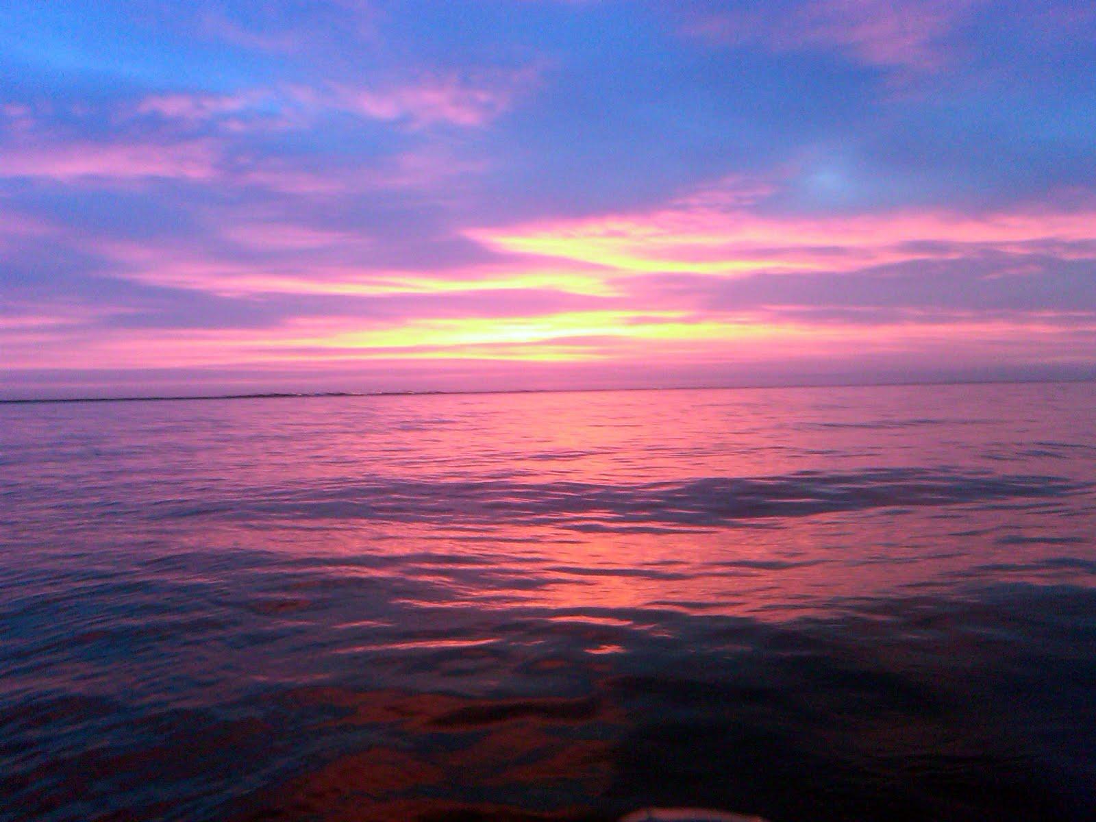 http://2.bp.blogspot.com/-SL_Us5crR6k/Td_rWoly3SI/AAAAAAAAAMo/kVOVOUyBVLM/s1600/sunrise+%25282%2529.jpg