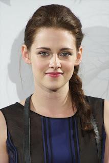 K 11 Kristen Stewart Kristen Stewart, não resistiu a algumas peças usadas pela personagem ...