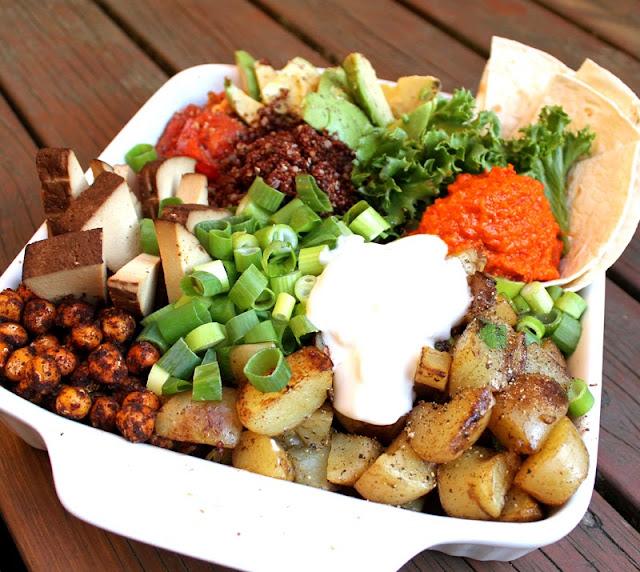 Oppskrift Vegansk Middag Stekte Poteter Kikerter Quinoa Avokado Tofu