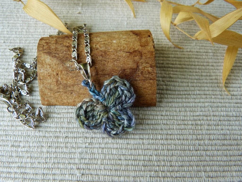 szydełkowa koniczyna, biżuteria handmade, craft, zawieszka szydełkowa, crochet, suwalszczyzna,