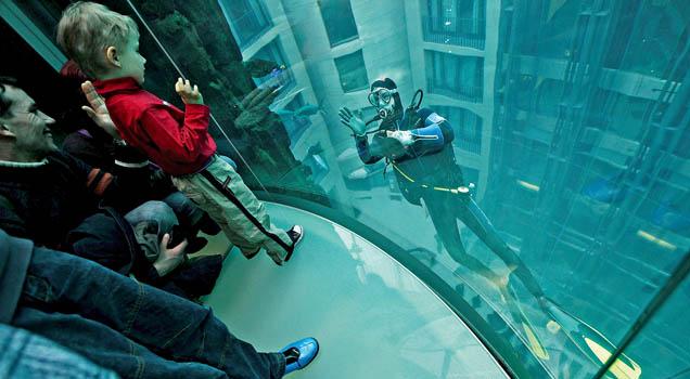 AquaDom, um aquário gigante em um Hotel de Berlim